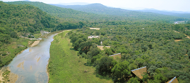 The Amakhosi Safari Lodge, Amakhosi Private Game Reserve, Mkuze River, Zululand, Game Lodge, honeymoon, accommodation, wedding venue, pongola, bush walking, frogging, hiking and trails, elephant watching, lions, 4x4, game drives, luxury bush accommodation, bushveld spa, river views